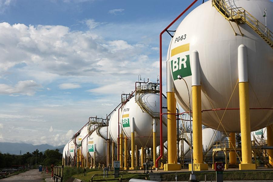 Petrobras reajusta preço da gasolina em 4% nas refinarias